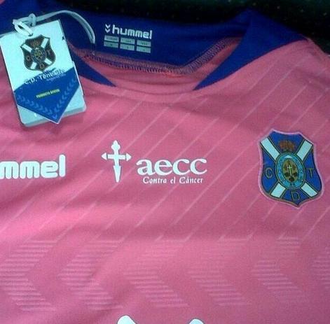 El Tenerife sacó su jersey conmemorativo