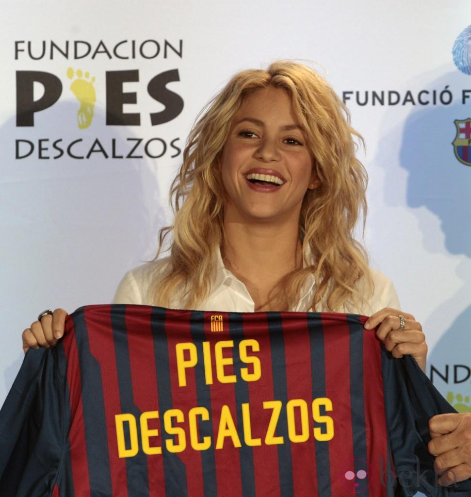 Imagen: http://www.bekia.es/images/galeria/3000/3010_shakira-con-una-camiseta-del-barca-en-un-acto-solidario-en-miami.jpg