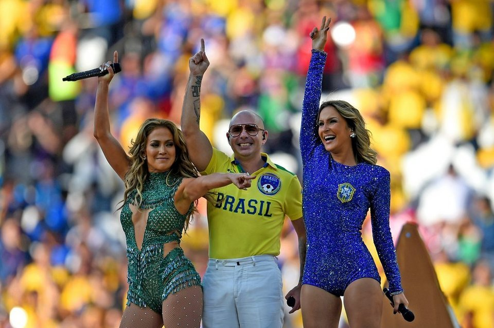 Jennifer-Lopez-Pitbull-y-Claud_54409900455_54115221152_960_640